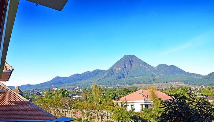 Bermain dan Belajar di Jawa Timur Park 1